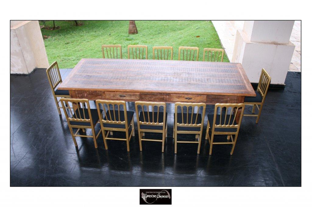 mesa-de-demolicao-de-300-x-120-com-cadeiras-em-madeira-dourada-5885814400.jpg