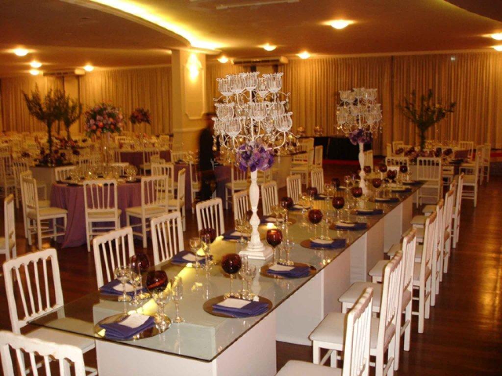 foto-paulo-yoshida-cadeira-branca-mesa-banquete-600067321.jpg