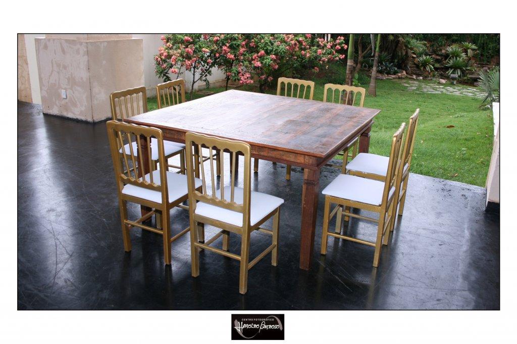mesa-de-demolicao-de-150-x-150m-com-cadeiras-em-madeira-dourada-9054208374.jpg
